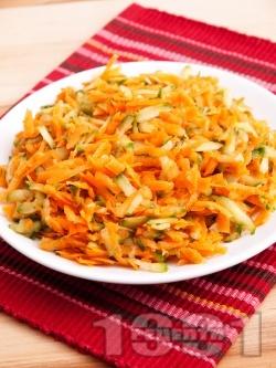 Лесна салата с моркови и краставици - снимка на рецептата